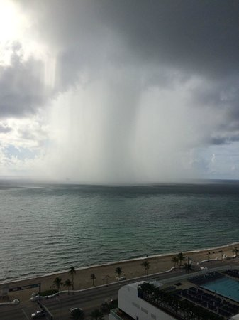 Hilton Fort Lauderdale Beach Resort: A fast moving rain storm.  Not a funnel cloud.