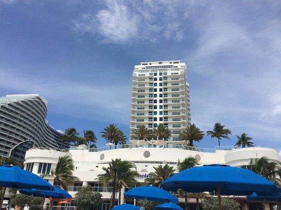 Hilton Fort Lauderdale Beach Resort: hotel from the beach
