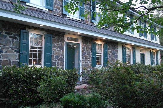 The Pennsbury Inn: Front of inn