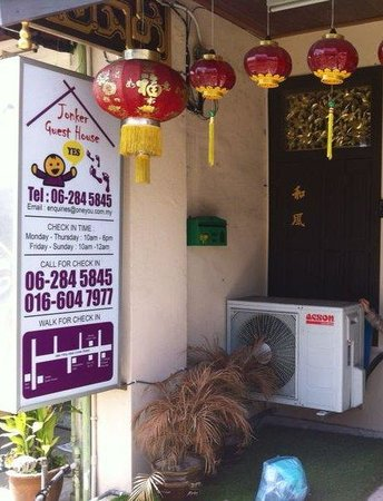 Yes Home Stay: Jonker guest house is along with the shop house lot. Jonker walk taxi is just few doors away