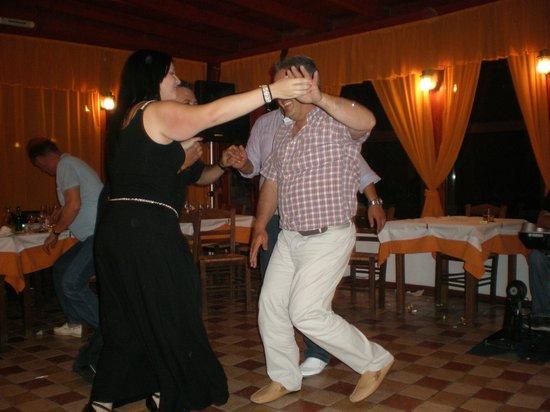 To Steki tou Nikou: dance!