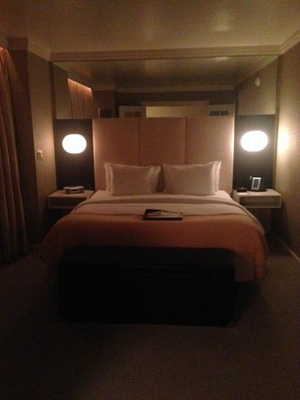 The London NYC : Bedroom of the London Suite