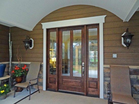 Summer Creek Inn : entry