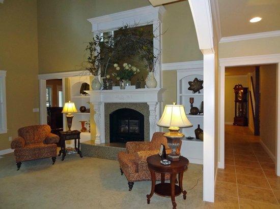Summer Creek Inn : sitting area