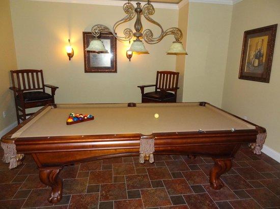 Summer Creek Inn: Billards room