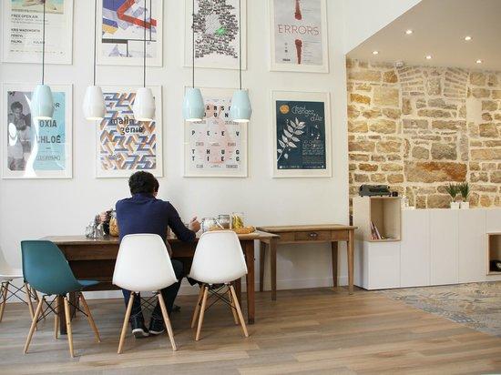 petit d jeuner de l 39 hostel photo de slo living hostel. Black Bedroom Furniture Sets. Home Design Ideas