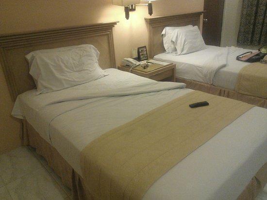 Kuta Station Hotel: the blanket was dusty