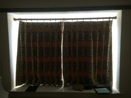 BEST WESTERN Webbington Hotel and Spa: Pointless curtains
