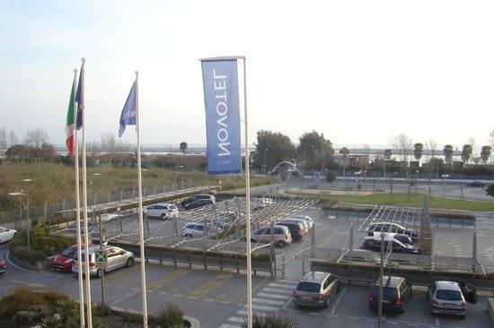 Hotel Novotel Salerno Est Arechi: Parking Lot