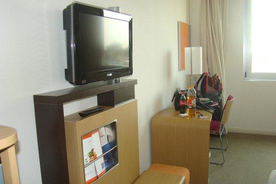 Hotel Novotel Salerno Est Arechi: TV/Desk