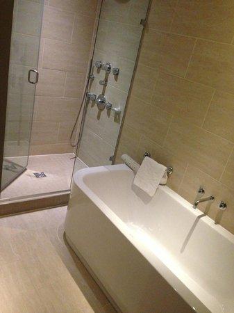 Apex London Wall Hotel: 很乾淨 但是沒什麼地方可以放私人物品