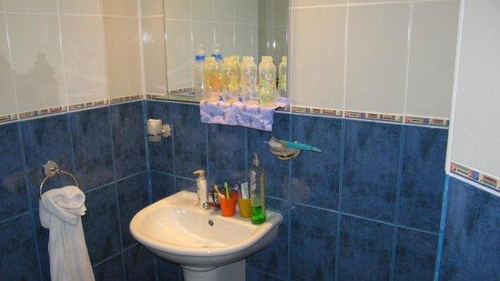 Hotel Glarus: jedna z łazienek (bez prysznica i wanny)
