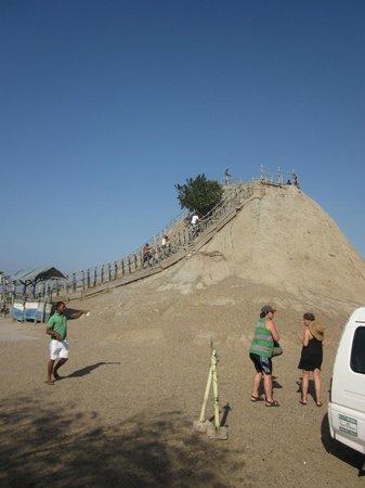 Volcan de Lodo El Totumo (Mud Volcano) : Volcano & Stairs