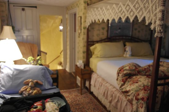 The Pennsbury Inn: Lafayette Room
