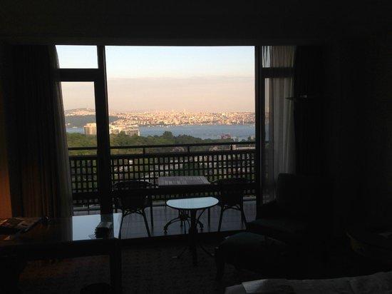 Hilton Istanbul Bosphorus: Вид из номера на балкон