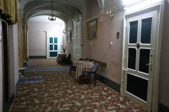 Grand Hotel: Sad corridor...