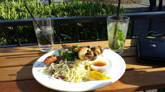 Beach House Bar and Grill : Seafood skewers