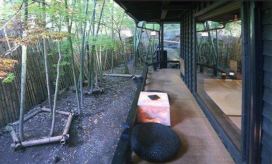Takefue: Веранда вокруг домика