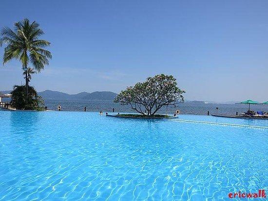 Shangri-La's Tanjung Aru Resort & Spa : Pool in Shangri-La's Tanjung Aru
