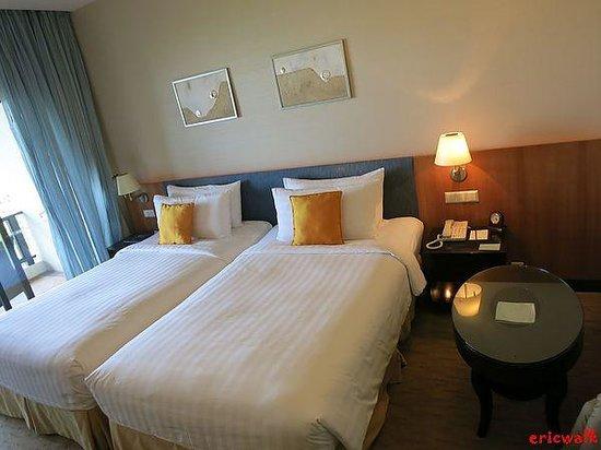 Shangri-La's Tanjung Aru Resort & Spa: Kinabalu Club Mountain View Room
