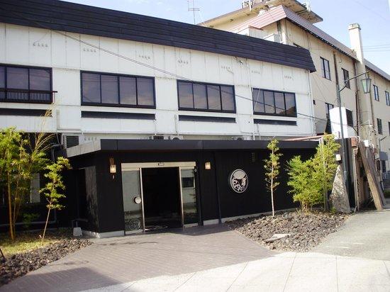 Katsuragi: 道路側から見た外観です。