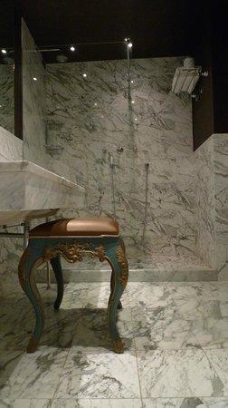 Aqua Palace Hotel : Bathroom