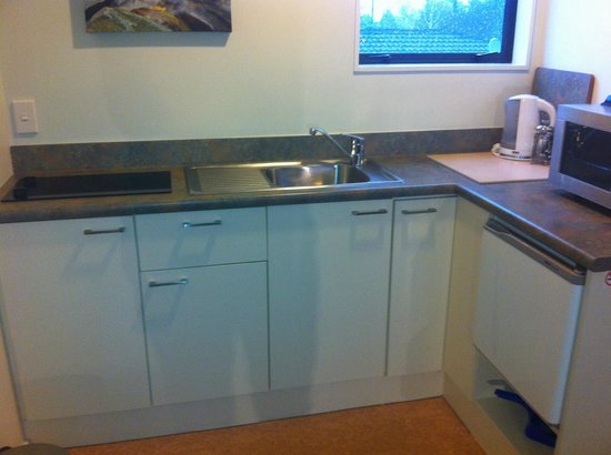 Darfield Motel: Kitchen Units in Studios