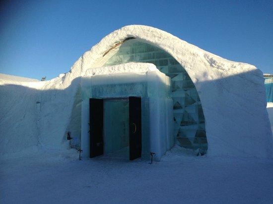 Icehotel: Ice chapel