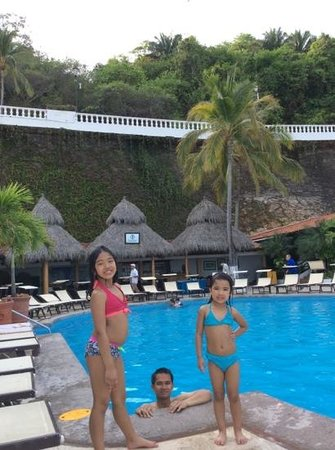 Costa Sur Resort & Spa: pool side