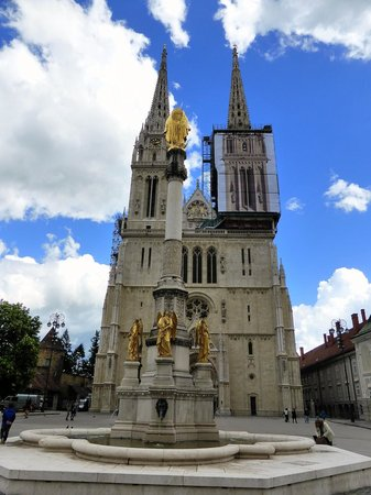 Holy Mary Monument with the Cathedral in the back