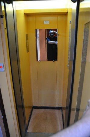 Grand Hotel Dore: Lift