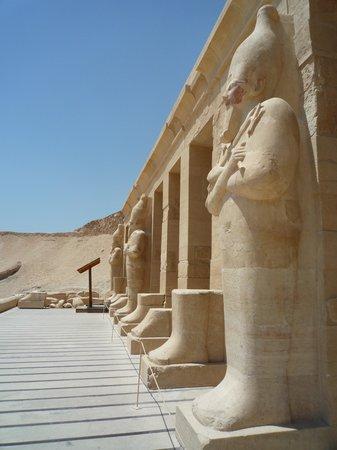 Totentempel der Hatschepsut im Deir-el-Bahari-Tal: 1