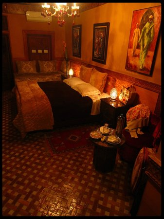Riad La Maison Verte: Lovely bedroom and lightning