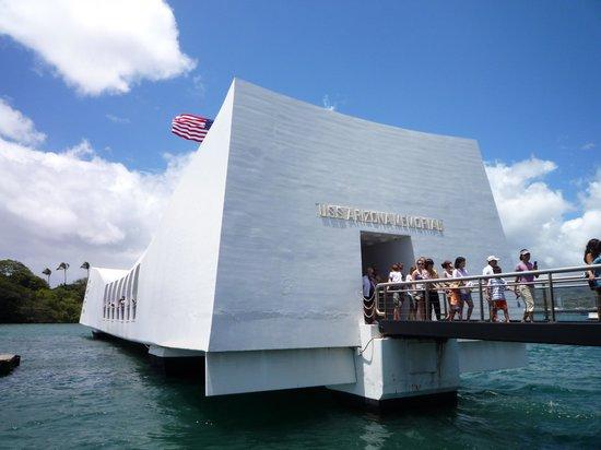 USS Arizona Memorial/WW II Valor in the Pacific National Monument : Мемориал с катера