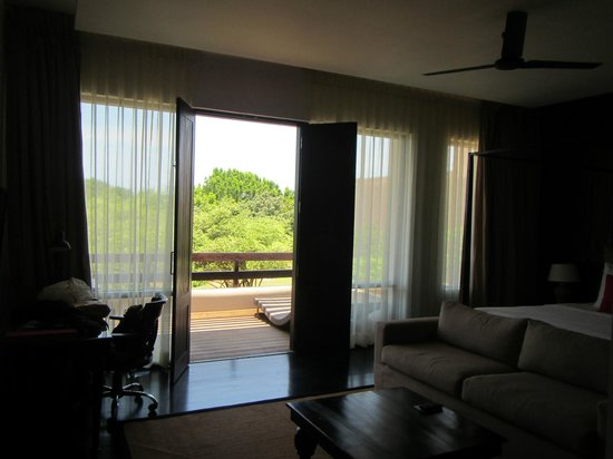 Room and deck with view - Picture of Jetwing Yala, Palatupana ...