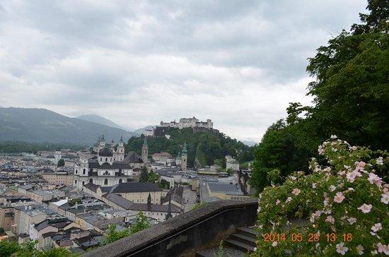 Monchsberg 32: レストラン前からの眺望