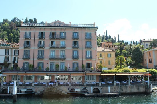 Hotel Metropole Bellagio: View of hotel from on car ferry
