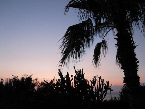 High Life Hotel : Zonsondergang vanaf ons balkon