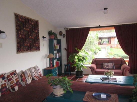 Ali Shungu Mountaintop Lodge: Our living room
