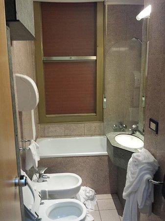 Park Hotel California: bagno piccolissimo