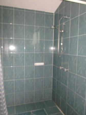 Ali Shungu Mountaintop Lodge: Our shower