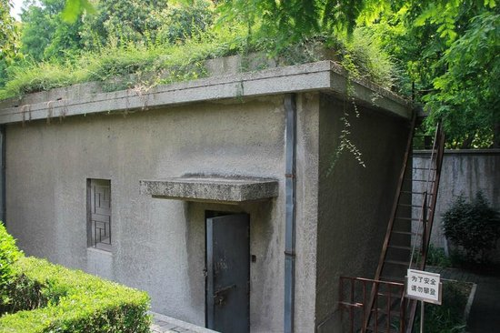 Presidential palace of Nanjing: Air raid shelter that was used to burn documents before the Communists occupied this place
