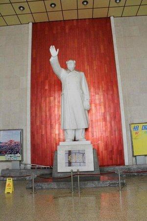 Nanjing Yangtze River Bridge: Chairman Mao greets all vistors