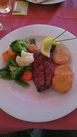 Captain's Table : perfectly cooked and seasoned steak.