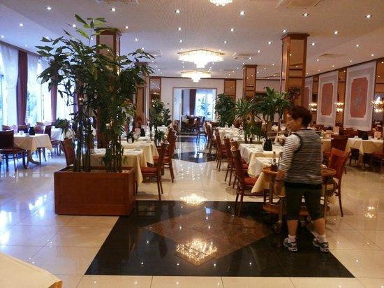 Gartenhotel Heusser: The lovely dining room