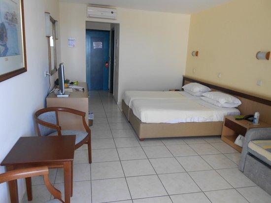 Orion Hotel : Ruime hotelkamer