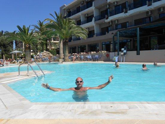 Orion Hotel : Zwembad voorkant