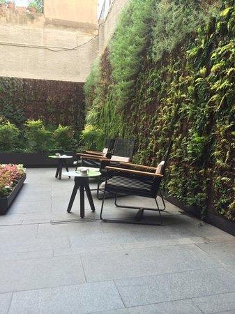 H10 Urquinaona Plaza Hotel: bar patio