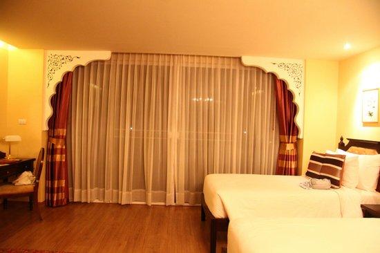 Sheik Istana Hotel: in room
