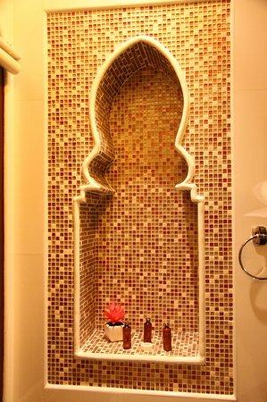 Sheik Istana Hotel: Bathroom